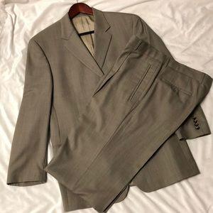 In EUC BOSS Men's suit.